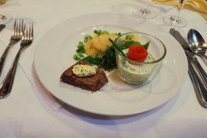 Amuse-Gueule aus Handkäs-Carpaccio und Grüne-Sauce-Quark